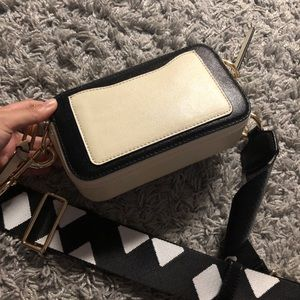 Marc Jacobs Bags - MARC JACOBS THE SNAPSHOT SMALL CAMERA BAG